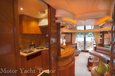 Salon Looking AFT   click image to enlarge