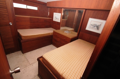 Mid Stateroom Twins   click image to enlarge