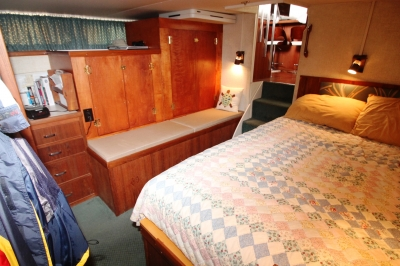 Master Stateroom Looking FWD   click image to enlarge