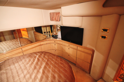 Master Stateroom Looking Aft   click image to enlarge